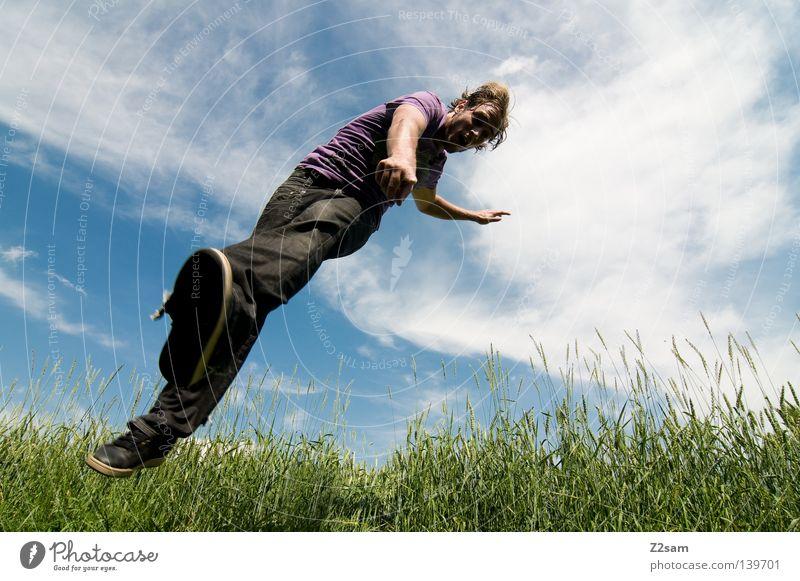 DU bist gemeint! 900 Mensch Aktion Zufriedenheit Brille lässig springen Kick Hand Mann maskulin Wolken Feld grün Sommer Schwerkraft Wiese Stil blond blau Himmel