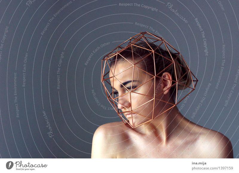 Gedanken, die nicht vergehen II Mensch Frau Jugendliche Junge Frau Einsamkeit 18-30 Jahre Gesicht Erwachsene Leben Traurigkeit feminin Denken Trauer Sehnsucht