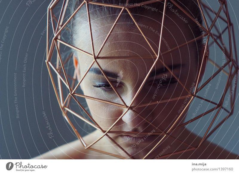 im Käfig der Gedanken Mensch feminin Junge Frau Jugendliche Erwachsene Leben Gesicht 1 18-30 Jahre Laster Traurigkeit Sorge Trauer Schmerz Sehnsucht