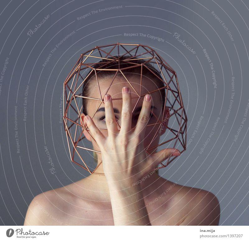 Niemand da! Mensch Hand Einsamkeit Erwachsene Traurigkeit Gefühle feminin einzigartig Schutz geheimnisvoll Trauer Platzangst Schmerz Stress verstecken