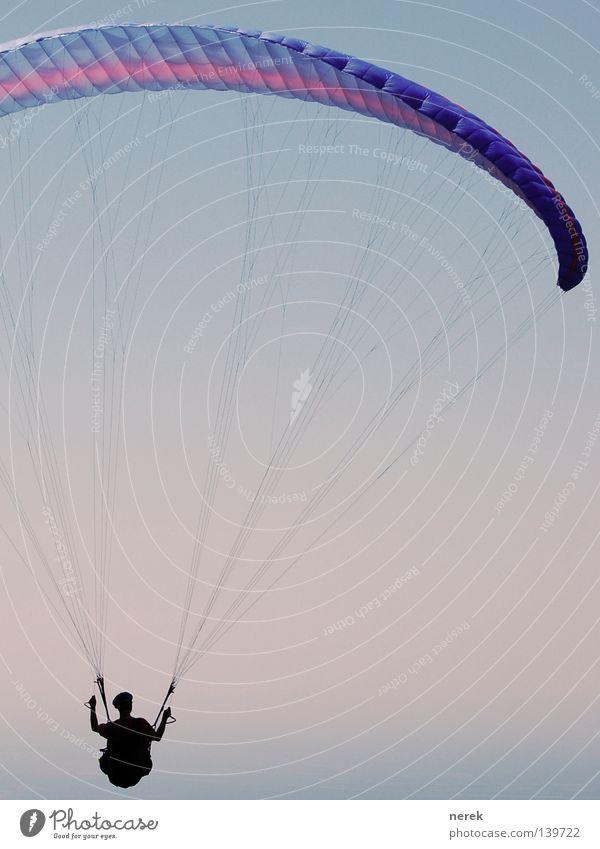 Ausflug ins Blaue Fallschirm Gleitschirm Gleitschirmfliegen Ferien & Urlaub & Reisen festhalten Vertrauen frei Unendlichkeit schön Freestyle Meer