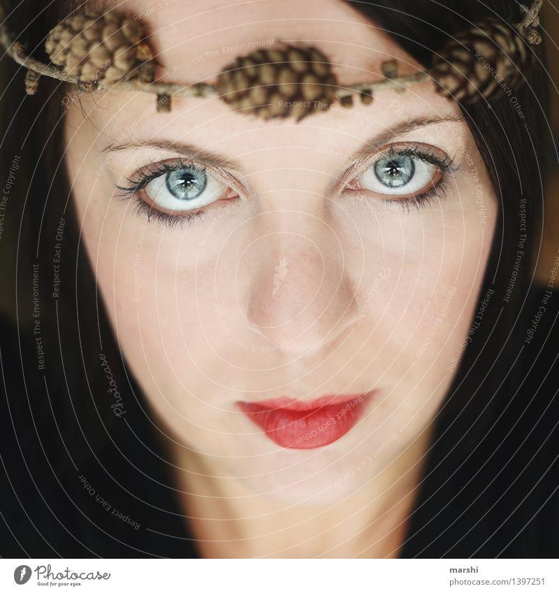 braun.blau.rot Mensch Frau Natur Jugendliche Pflanze Junge Frau Winter Gesicht Erwachsene Gefühle feminin Stil Stimmung Lippen Schminke herbstlich