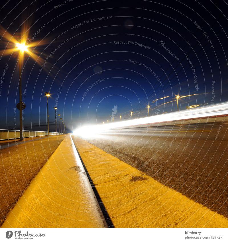f-zero Verkehr Beton Nacht Langzeitbelichtung Geschwindigkeit KFZ Licht Raser fahren abbiegen Spuren Köln Zoobrücke Laterne Straßenbeleuchtung Fahrbahn Autobahn