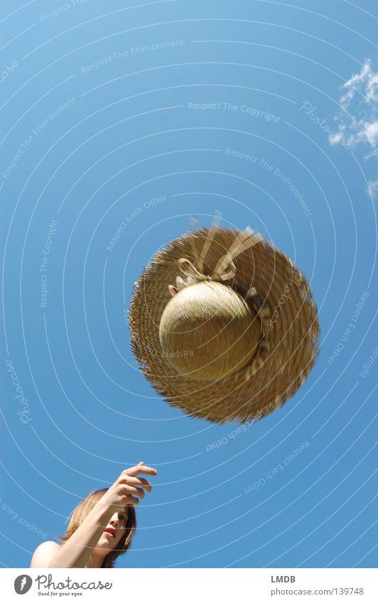 Ich hau den Hut drauf! Wolken schön himmelblau Strohhut braun beige Erholung Sommer wandern Freizeit & Hobby genießen heiß Kühlung Kopfbedeckung geflochten