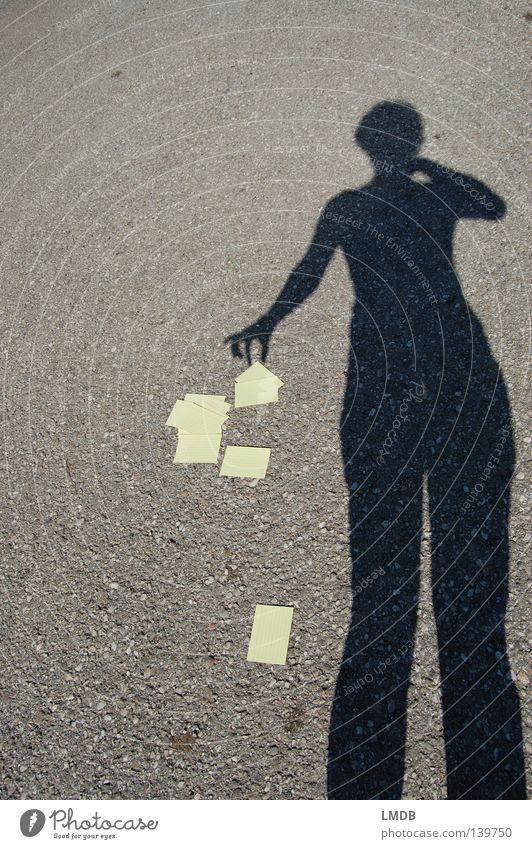 Ich nehm nur was ich brauche! Hand Farbe gelb Horizont Arme Studium lernen Bildung fallen Asphalt festhalten schreiben Student Konzentration chaotisch Verstand