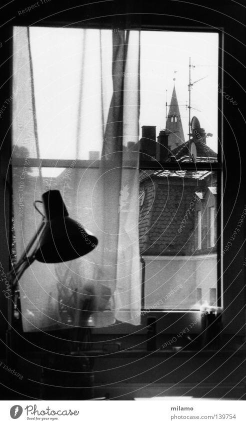 good old times ruhig Einsamkeit Haus Fenster Raum beobachten Schreibtisch Aussicht verstecken Vorhang Schreibstift Schornstein blenden Pinsel Schwarzweißfoto