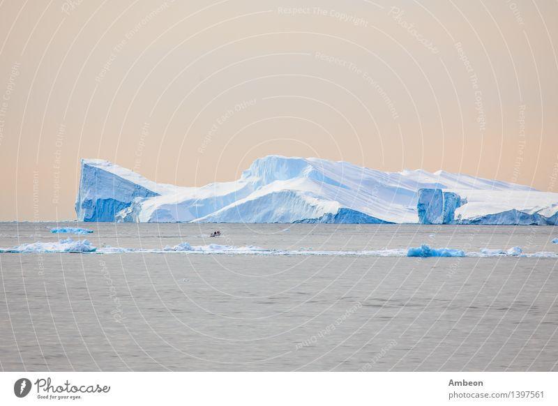 Gigant Eisberg in der Disco Bucht Himmel Natur Ferien & Urlaub & Reisen blau schön Farbe Wasser Meer Landschaft Wolken Ferne Winter Berge u. Gebirge Umwelt