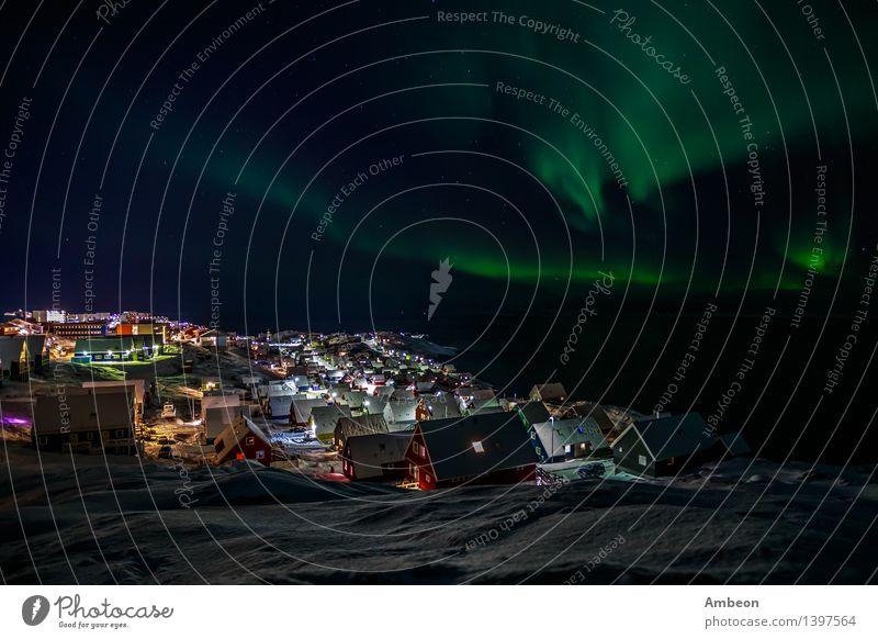Nordlichter über Nuuk Ferien & Urlaub & Reisen Tourismus Ausflug Abenteuer Sightseeing Städtereise Expedition Meer Winter Schnee Winterurlaub Berge u. Gebirge