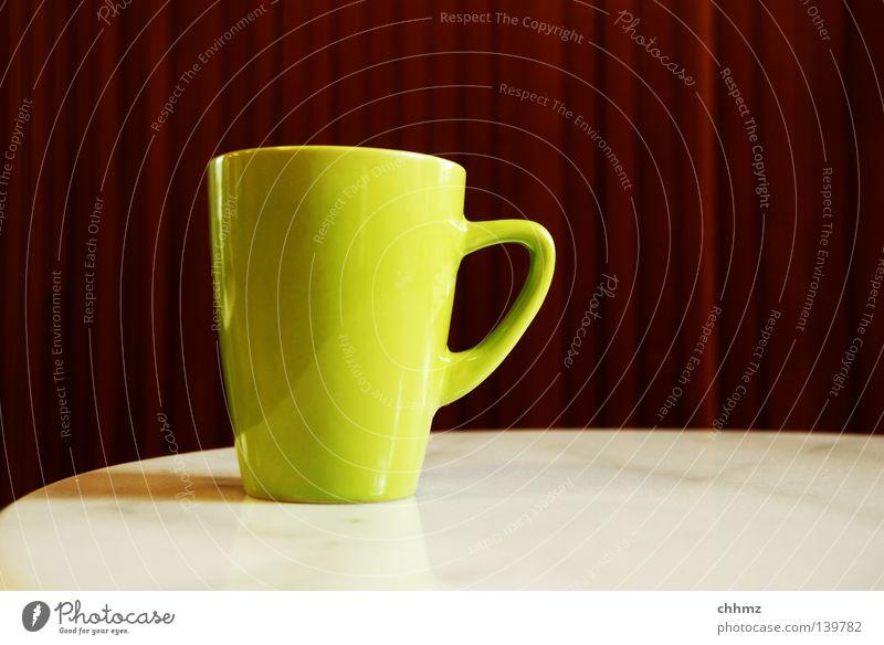 Tasse Becher grün gelb Steingut Geschirr Kaffee Tee Wärme Winter Marmor Tisch Tafel Paneele Reflexion & Spiegelung Gastronomie Restaurant Café Pause Erholung
