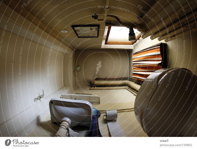 Kleinstzimmerdecke Bad Raum Dorf Einsamkeit Toilette Stuhlgang unten Wand Toilettenpapier Vorhang Licht Fenster Waschbecken vergessen Sanieren Verlauf Putz