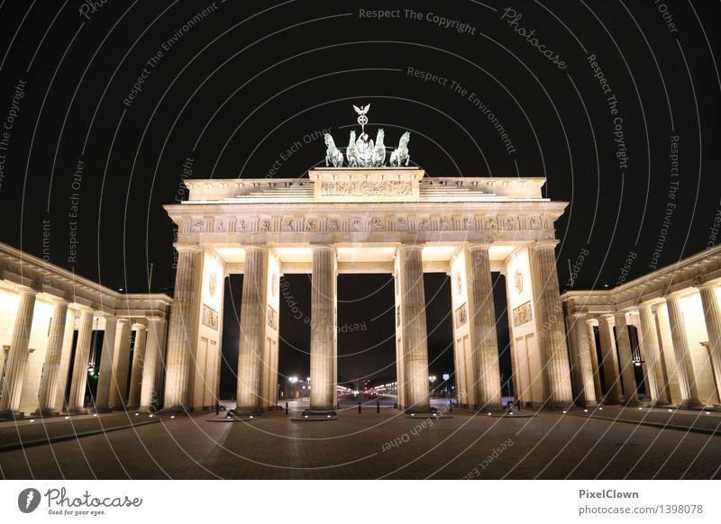 Berlin Brandenburger Tor Ferien & Urlaub & Reisen Stadt Gefühle Lifestyle Kunst Tourismus gold Kultur Wahrzeichen Denkmal Hauptstadt Sehenswürdigkeit