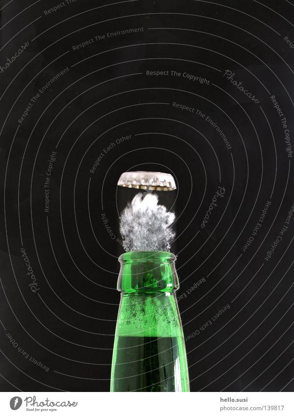 peng Getränk Bier Flasche Alkohol trinken grün Durst Kronkorken Bierflasche Schaum Druck Geschwindigkeit Flaschenhals Dynamik Momentaufnahme Geräusch Experiment