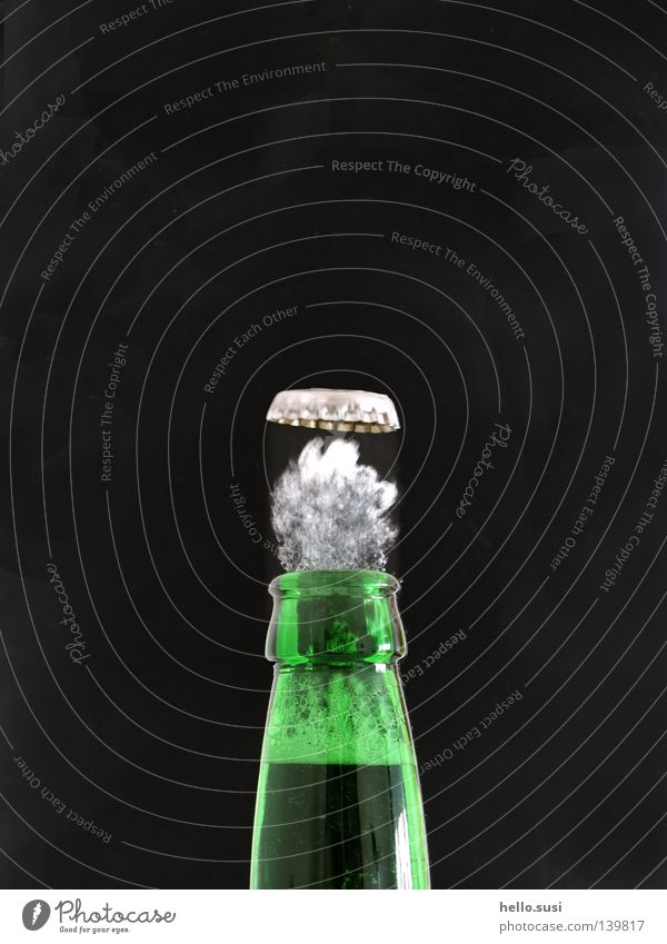peng grün Geschwindigkeit Getränk trinken Bier Flasche Momentaufnahme Dynamik Alkohol Schaum Durst Druck Wasserdampf Bierflasche Flaschenhals Geräusch