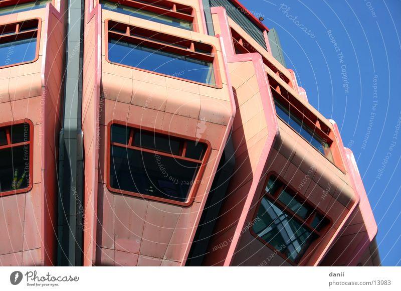 Bierpinsel Siebziger Jahre Gastronomie Gebäude Architektur Berlin Kneipe Weste