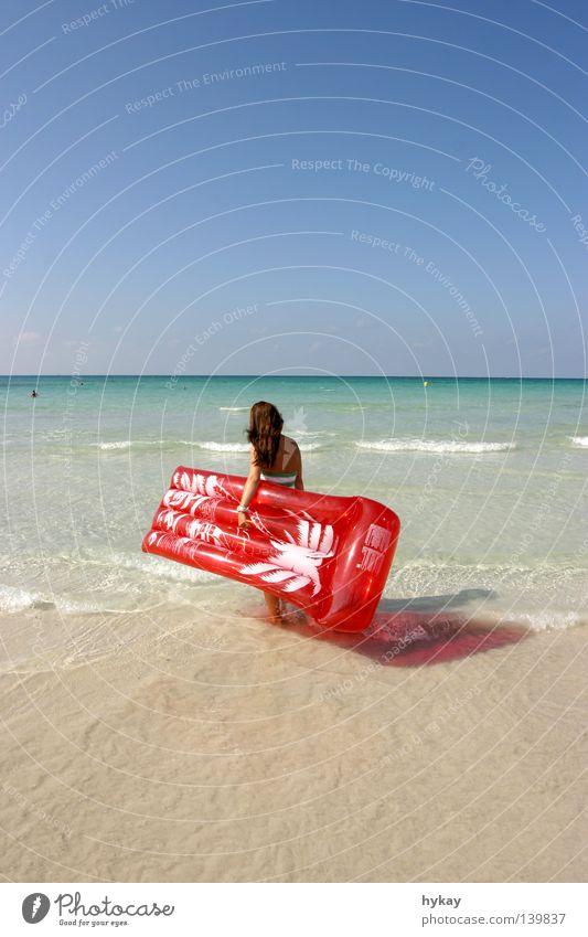 Urlaubien Luftmatratze Strand rot Erholung Küste Sandstrand Ferien & Urlaub & Reisen Wellen Horizont Palme Meer Sommer Wasser Ferne Mittelmeer Schönes Wetter
