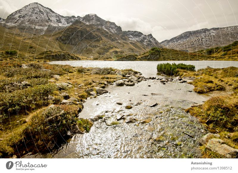Abfluss Umwelt Natur Landschaft Pflanze Erde Wasser Himmel Wolken Horizont Herbst Wetter Gras Sträucher Moos Hügel Felsen Alpen Berge u. Gebirge Gipfel