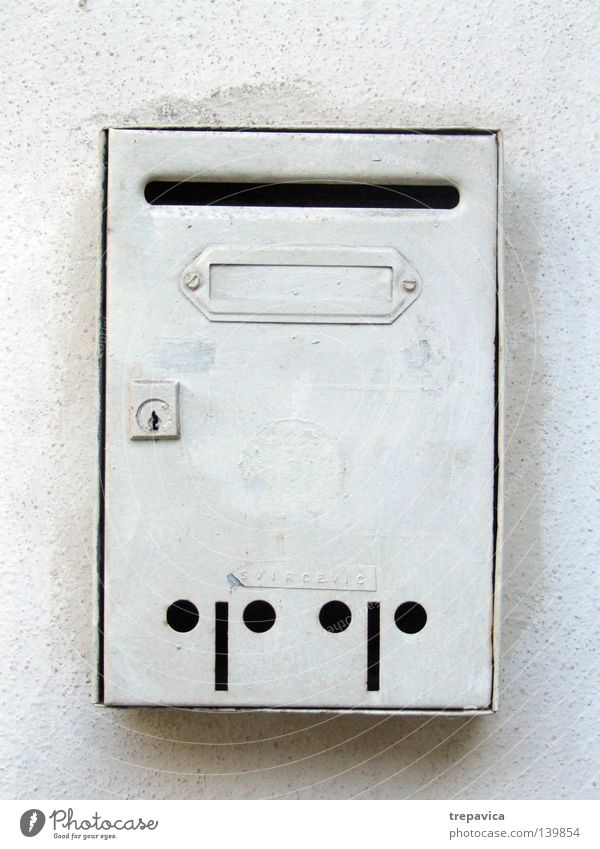 Beitrag Häusliches Leben briefkasten kurz gefasst weiss Haus Post Zauberstab einsam anzüglich warten Altbier rechnung postkaste schlitz schreiben Metall