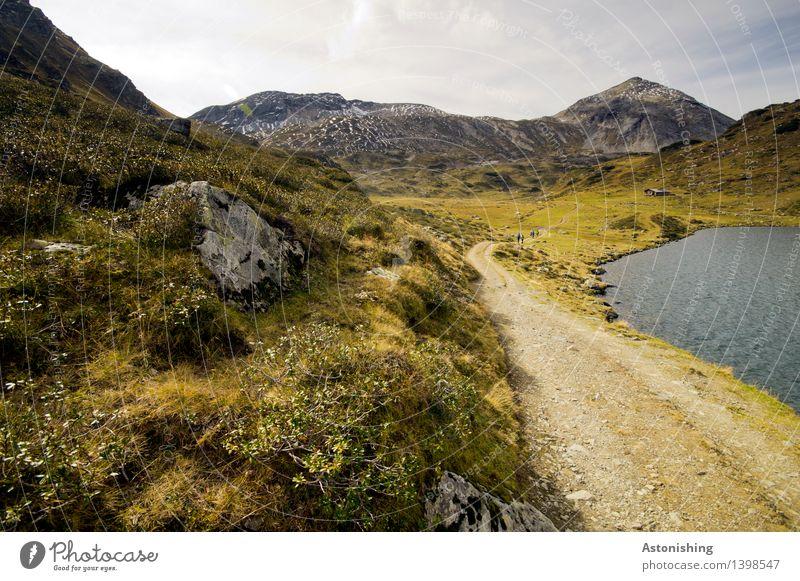am Weg... Umwelt Natur Landschaft Pflanze Erde Himmel Wolken Horizont Herbst Wetter Gras Sträucher Moos Hügel Felsen Alpen Berge u. Gebirge Wellen Seeufer
