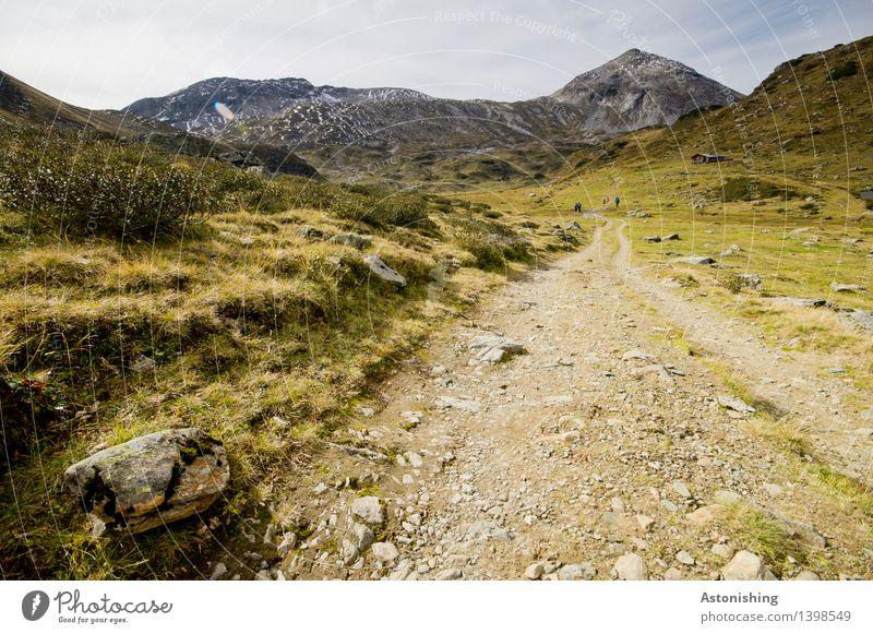 Richtung Gipfel Himmel Natur Pflanze blau Landschaft Wolken Ferne kalt Berge u. Gebirge Umwelt gelb Herbst Gras Wege & Pfade Stein Sand