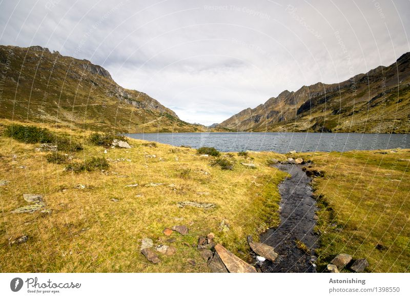 Zufluss Umwelt Natur Landschaft Pflanze Himmel Wolken Horizont Herbst Wetter Gras Sträucher Hügel Felsen Alpen Berge u. Gebirge Gipfel Wellen Seeufer Flussufer