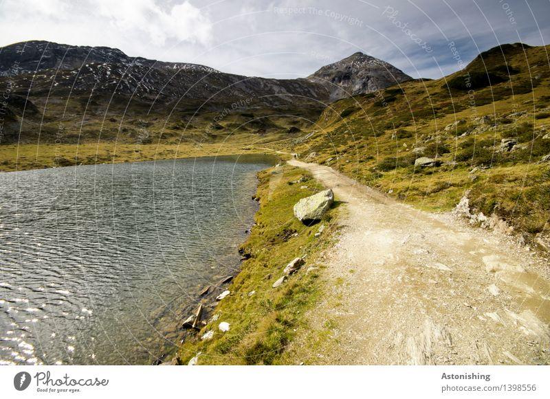am See entlang Umwelt Natur Landschaft Pflanze Wasser Himmel Wolken Horizont Herbst Wetter Schönes Wetter Gras Sträucher Hügel Felsen Alpen Berge u. Gebirge