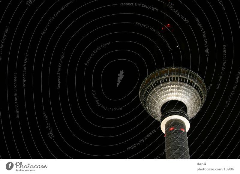 turm im dunkeln Berlin Beleuchtung Architektur Berliner Fernsehturm Alexanderplatz
