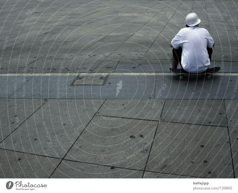 childhood Mensch Mann Jugendliche alt weiß Stadt Einsamkeit Erwachsene grau Stil Rücken Freizeit & Hobby sitzen groß Beton Platz