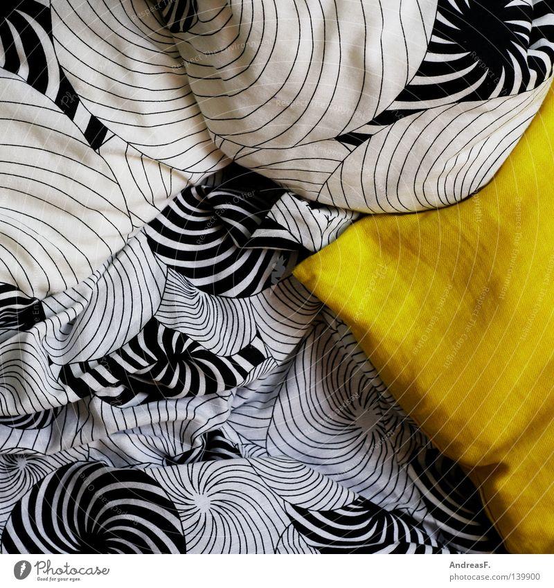 Lieblingskissen Erholung kalt gelb Wärme Linie Dekoration & Verzierung weich Bett Bettwäsche Stoff Falte Wohlgefühl Decke gemütlich Spirale Haushalt