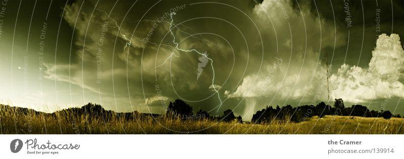 Gewitter - oder von der Alb runter kam noch nie was gescheit`s Himmel Wolken dunkel Gras Wärme Regen Wind Wetter Horizont Luftverkehr Macht Klima Physik Sturm Blitze Gewitter