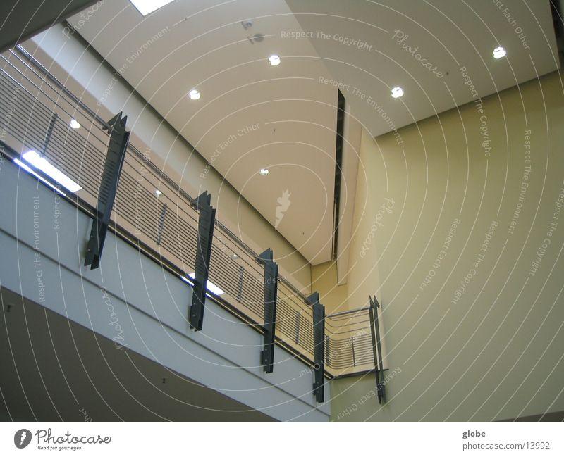 viele flächen Strukturen & Formen Stahl gelb weiß Lampe Architektur Geländer Decke Metall