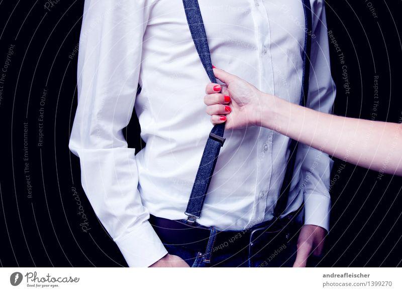 Nähe Mensch Jugendliche Junge Frau rot 18-30 Jahre Erwachsene Romantik Hose Hemd Gewalt selbstbewußt Interesse Zuneigung ziehen standhaft Gürtel