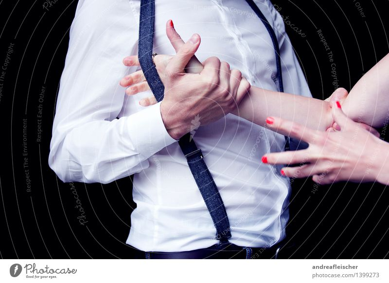 Geschlechterkampf 01 maskulin feminin Paar 2 Mensch 18-30 Jahre Jugendliche Erwachsene Bekleidung Hemd Hose kämpfen toben Hosenträger greifen Aggression rot