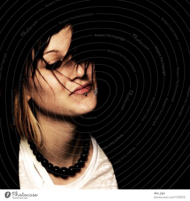 This is life! zart Frieden sanft Glück Zufriedenheit schön Zärtlichkeiten Jugendliche Frau Gesicht Gesichtsausdruck Auge Mund Lippen weich Haare & Frisuren
