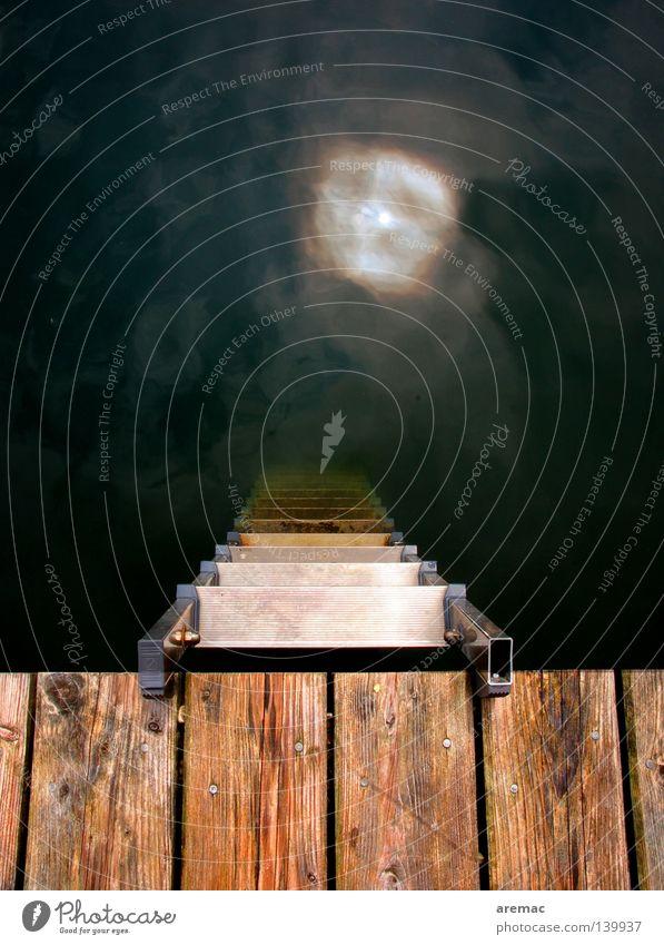Abstieg Holz Kletterhilfe Untergrund Sonne Wasser Sommer Schwimmbad Steg Anlegestelle Spielen Leiter Bootsteg