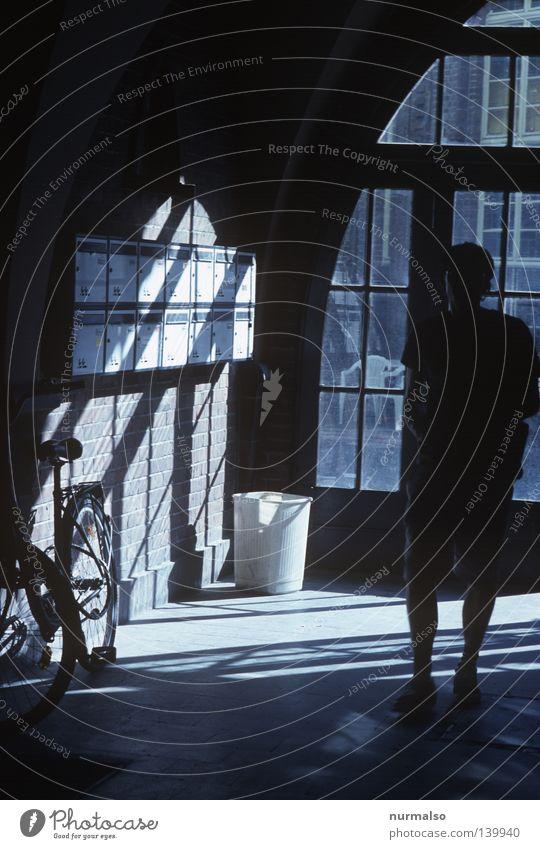 tach Post, oder Mr. Postman, bring me a letter . . . Mensch dunkel Fahrrad Flur Erwartung Briefkasten Nachbar Hauseingang Bewohner Lichteinfall