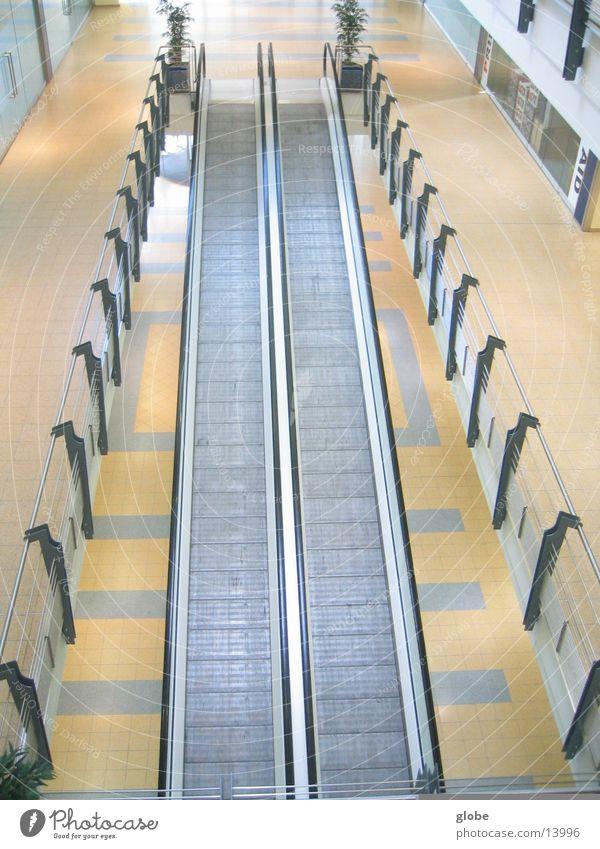 3 etagenblick Rolltreppe Laufband gelb weiß Architektur Geländer oben Metall