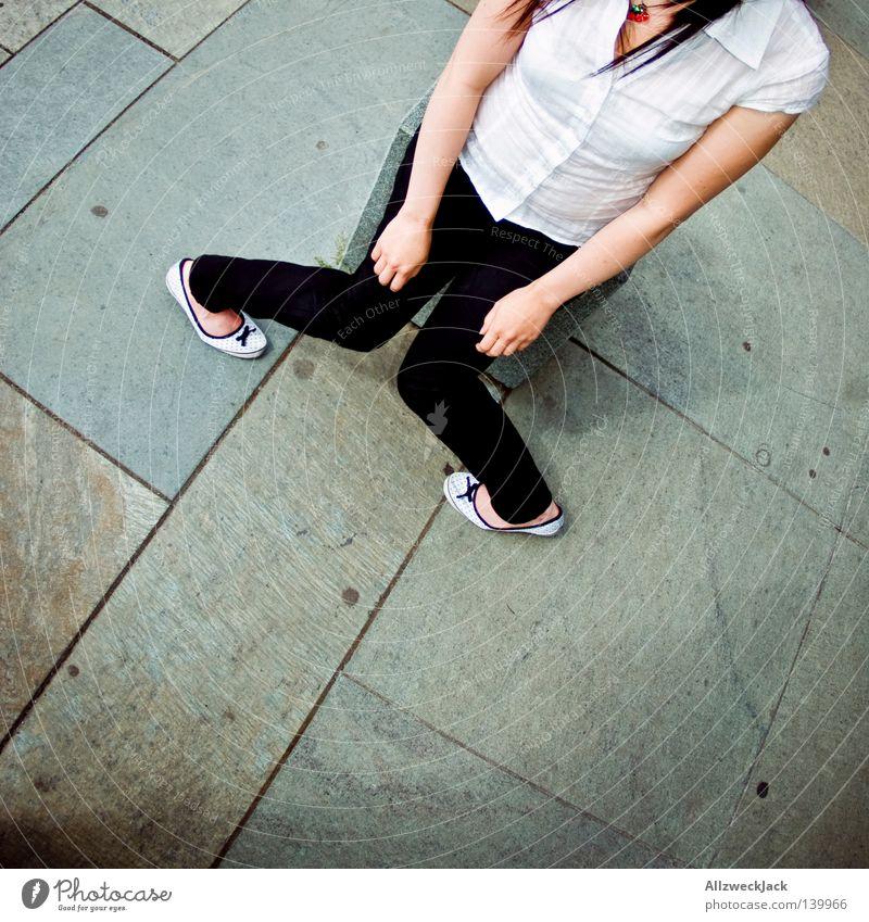 BLN 08 | Gummiwoman Rockabilly gekrümmt gelenkig Behinderte Witz Einbahnstraße befangen x-beinig bequem Langeweile Frau Leichtathletik usertreffen Beine drehen