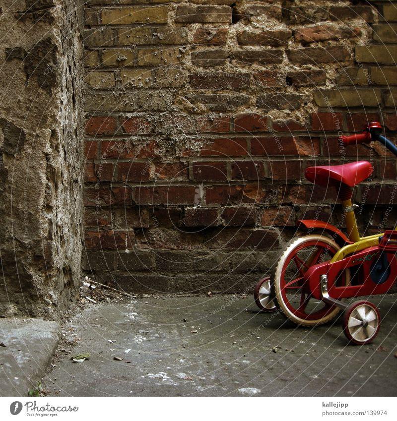 tourbeginn Graffiti Wand Tür Fahrrad Kindheit lernen Ecke Bildung Müll Appetit & Hunger Schaf lecker Eingang Schüler Tasche Recycling