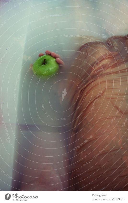 ++ Frau blau grün ruhig kalt Beine Körper Frucht Arme nass liegen Kleid Bad Apfel Badewanne durchsichtig