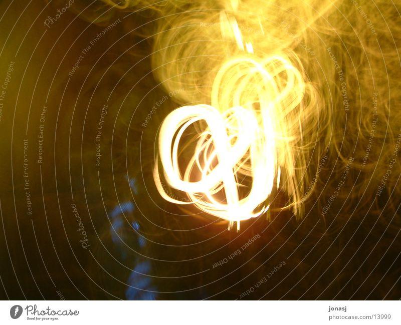 Feuerball gelb dunkel Bewegung Brand Flamme Glut Fototechnik