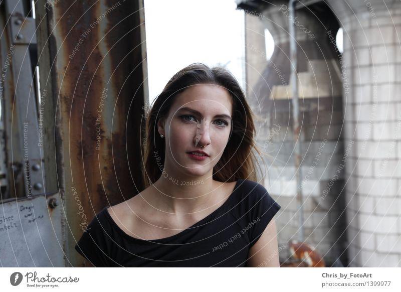 chris_by_fotoart feminin Junge Frau Jugendliche Erwachsene 1 Mensch 13-18 Jahre Wind Duisburg Industrieanlage T-Shirt Piercing Ohrringe brünett langhaarig