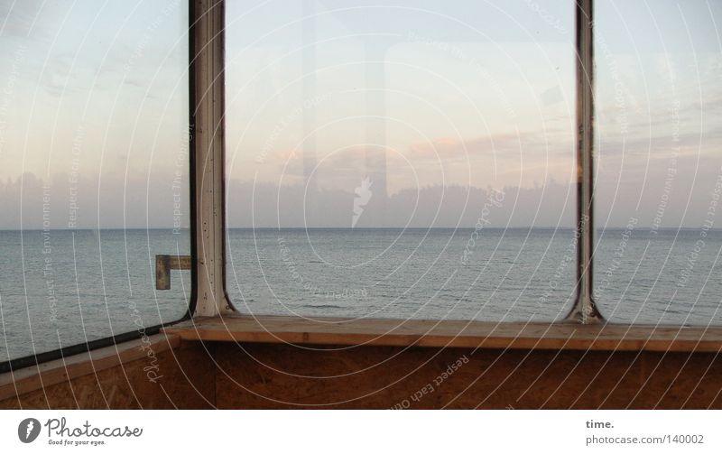 Fernweh hinter Glas Strand Meer Wasser Himmel Wolken Horizont Küste Ostsee Holz Sehnsucht Heimweh Einsamkeit Griff streben Verstrebung Befestigung verfallen