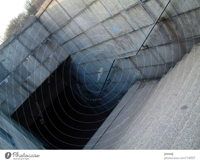 Underground dunkel Berlin dreckig Architektur Beton Treppe gruselig Tunnel U-Bahn Schacht
