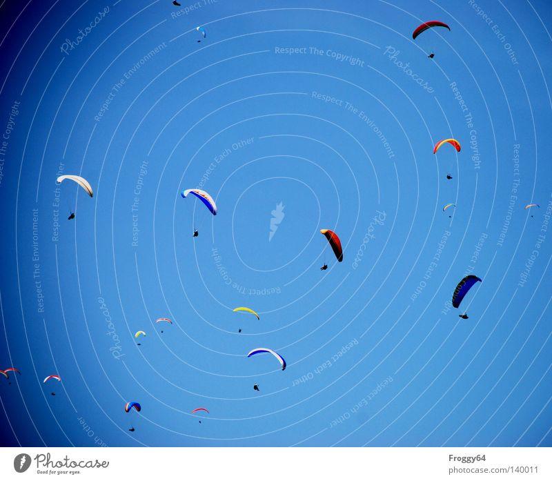 Schräge Vögel Himmel oben Luft Wärme Fallschirm Wetter Flugzeug fliegen Beginn hoch Freizeit & Hobby Luftverkehr Regenschirm Sportveranstaltung Konkurrenz