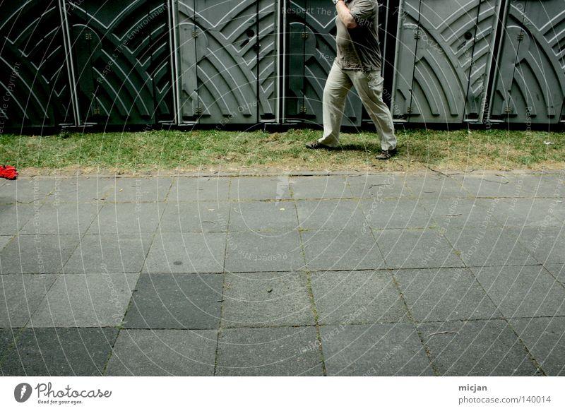 H08 - Auftrag ausgeführt Mensch Mann grün Stein Beine Musik Arbeit & Erwerbstätigkeit gehen laufen Ordnung Platz Fröhlichkeit Bodenbelag Reinigen Sauberkeit