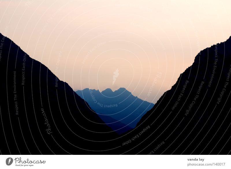 Der Kelch Natur dunkel Berge u. Gebirge rosa Ecke Alpen eckig Dreieck