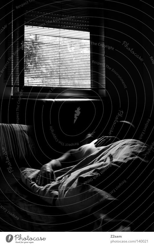 SONNTAG 9.00 Uhr Bett schlafen ruhen Licht Fenster Raum glänzend schwarz weiß einfach Mann maskulin Silhouette Aussicht Sonntag Morgen aufstehen träumen Mensch