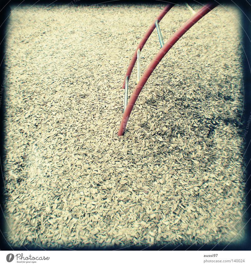 Pausenhofabhänger Spielen Bewegung Fuß Kindheit Konzentration analog Leiter Bergsteigen Spielplatz Turnen Raster Platz Sucher Brennpunkt schemenhaft