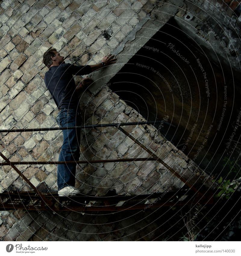45 grad Mann Silhouette Dieb Krimineller Ausbruch Flucht umfallen Fenster Parkhaus Geometrie Gegenlicht Jacke Mantel Mütze Strahlung Thriller springen hüpfen