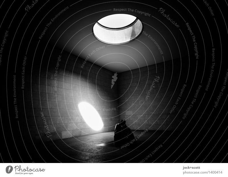 denk mal Einsamkeit Ferne dunkel Architektur Traurigkeit Gefühle Innenarchitektur Gebäude Denken Stimmung leuchten Trauer Denkmal Stress Sehenswürdigkeit